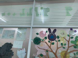 Chọn mẫu giấy dán kính mờ cần chú ý đến kích thước của cửa kính