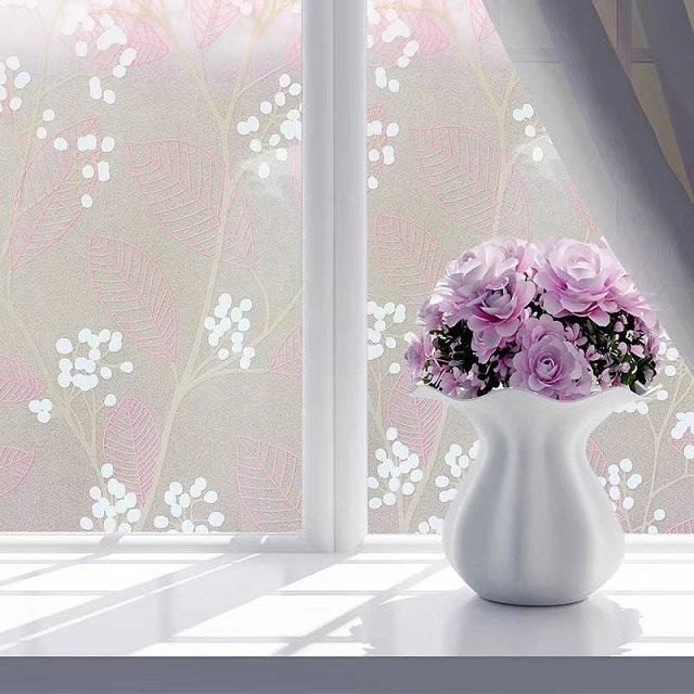 Decal dán kính mờ hoa văn là giải pháp giúp hạn chế tầm nhìn và trang trí cửa kính cực kỳ hiệu quả
