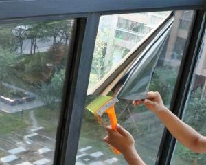 Giấy dán chống nắng, cách nhiệt ngăn chặn được ánh sáng chiếu vào nhà
